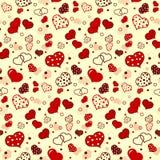 与逗人喜爱的红色心脏的无缝的样式 免版税库存图片
