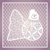 与逗人喜爱的雪人和圣诞树的透雕细工方形的卡片 激光 库存照片