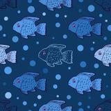 与逗人喜爱的鱼的无缝的样式 免版税库存图片