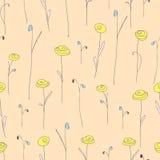 与逗人喜爱的黄色花的无缝的样式 与风格化乱画玫瑰的乳脂状的背景 免版税库存图片