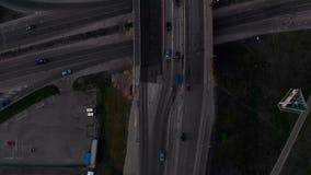 与通过购买的卡车和汽车的桥梁路空中顶视图在日落金黄小时在里加,拉脱维亚春天2019年 股票录像