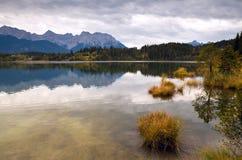 与通配湖和山的镇静横向 免版税库存照片