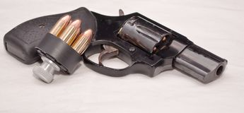 与速度装载者的一把左轮手枪 免版税库存图片