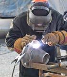 与避开的耳轮缘的手工电弧焊接圆锥形转折 免版税库存照片