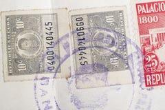与邮戳的古色古香的古巴人邮票 葡萄酒历史的集邮 免版税库存照片