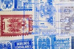 与邮戳的古色古香的西班牙人邮票 葡萄酒历史的philatel 免版税库存照片