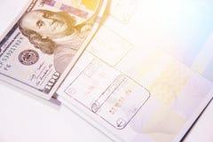 与邮票的生物统计的护照页关于海外出入 免版税库存图片