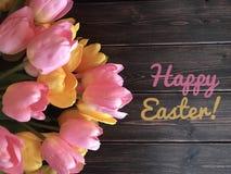 与郁金香的愉快的复活节标志 免版税库存图片