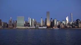 与都市摩天大楼的纽约地平线日落的2019年 免版税库存图片