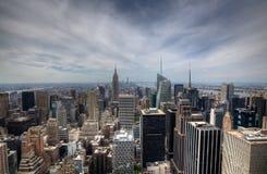 与都市摩天大楼的纽约城地平线 免版税库存图片