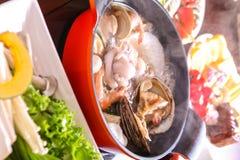 与配菜的海鲜Shabu-shabu 免版税库存照片