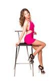 与酒吧椅子的美好的性感的妇女跳舞 免版税图库摄影