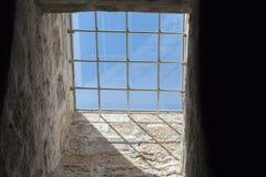 与酒吧的开窗口在监狱 库存照片