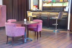 与酒吧立场的咖啡馆 免版税库存照片