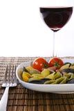 与酒杯的意大利多色意大利面食 免版税库存照片