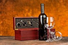 与酒瓶的酒盒 免版税库存图片