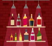 与酒瓶的Chelf酒吧 库存图片