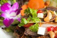 与酥脆鸭子的泰国沙拉 免版税库存照片