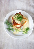 与酸性稀奶油和dil,顶视图的菜薄煎饼 库存图片