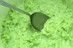 与酸性稀奶油开胃小菜的绿色萝卜沙拉 图库摄影