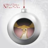 与里面不可思议的闪烁和鹿的圣诞节球 库存照片