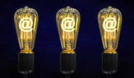 与里面发光的百分之标记的电灯泡它,创造性概念 图库摄影