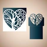 与里面树的透雕细工心脏 库存图片