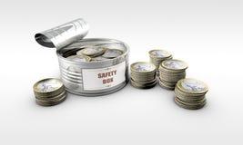 与里面硬币的锡罐 免版税库存图片