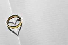 与重点的婚戒 图库摄影