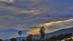 与重的早晨天空cloudly 免版税库存照片