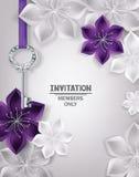 与金子钥匙和花卉背景的邀请卡片 免版税库存图片