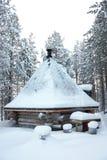 与金字塔形状屋顶的小木碉堡 免版税图库摄影