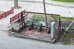 水与金属控制台的阀门驻地 库存照片