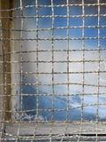 与金属栅格的老窗口 免版税库存图片