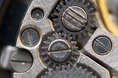 与金属钝齿轮的背景钟表机构 宏指令,极端clos 免版税图库摄影