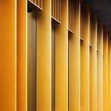 与金属门面和风的抽象建筑学片段 免版税库存图片
