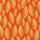 与金箔纹理的无缝的叶子样式 图库摄影
