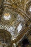 与金装饰品和内部的惊人的建筑细节 免版税库存图片