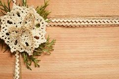 背景和钩针编织鞋带和金钟柏分支 库存照片