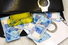 与金钱的银色案件在白色背景 免版税库存照片