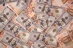 与金钱美国人的背景一百美元和五十欧元票据 免版税库存照片