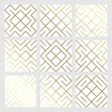 与金闪烁的滤网纹理的金黄抽象几何无缝的样式瓦片背景 菱形和金属的传染媒介样式 库存图片