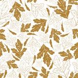 与金黄叶子的秋天无缝的样式在深刻的蓝色背景 免版税库存图片