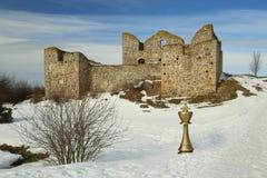 与金黄棋国王的图象蒙太奇Brahehus城堡前面的在瑞典 免版税库存照片