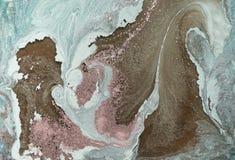 与金黄粉末的大理石抽象背景 自然使有大理石花纹的纹理 库存照片