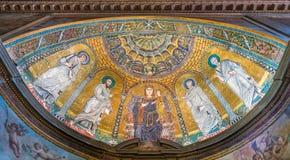与金黄马赛克的近星点在圣诞老人弗兰切斯卡罗马纳教会里,在罗马,意大利 免版税库存照片