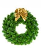 与金黄丝带弓装饰的圣诞节花圈 免版税库存照片