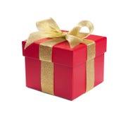 与金黄丝带和弓的红色礼物 免版税图库摄影