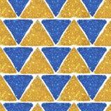 与金黄和蓝色闪烁,无缝的样式三角的背景  库存照片
