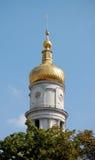 与金黄圆屋顶的塔 库存图片